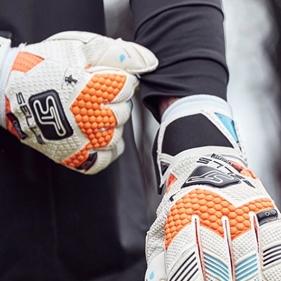 Sells Goalkeeper Gloves